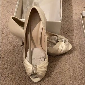David's Bridal Diana Ivory Heels